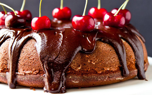 chocolate_cake_with_cherry-500