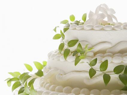 wedding-cake-wallpaper - what to ask before hiring a wedding planner